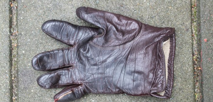Gevonden: leren handschoen